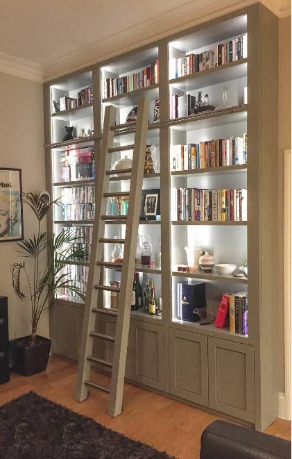 Шкаф со встроенной подсветкой