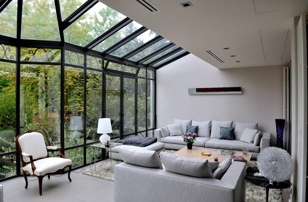 Обилие стеклянных поверхностей