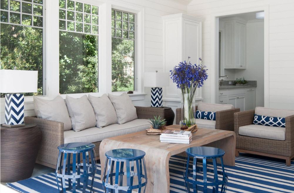 Гостиная в бело-синих тонах