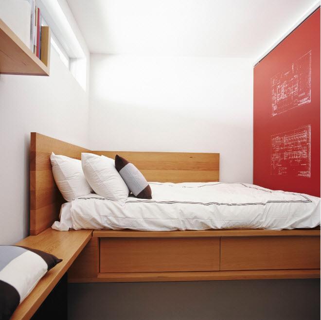 В очень маленькой спальне