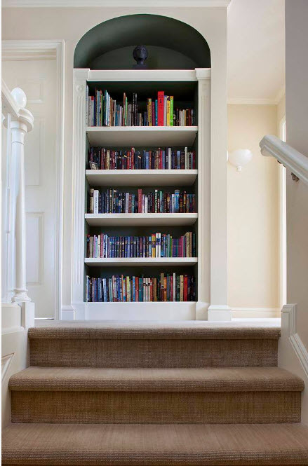 Системы хранения возле лестницы