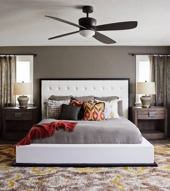 Большая кровать в контрастном дизайне