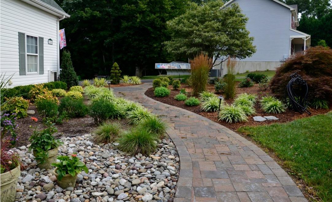 Садовые дорожки и клумбы