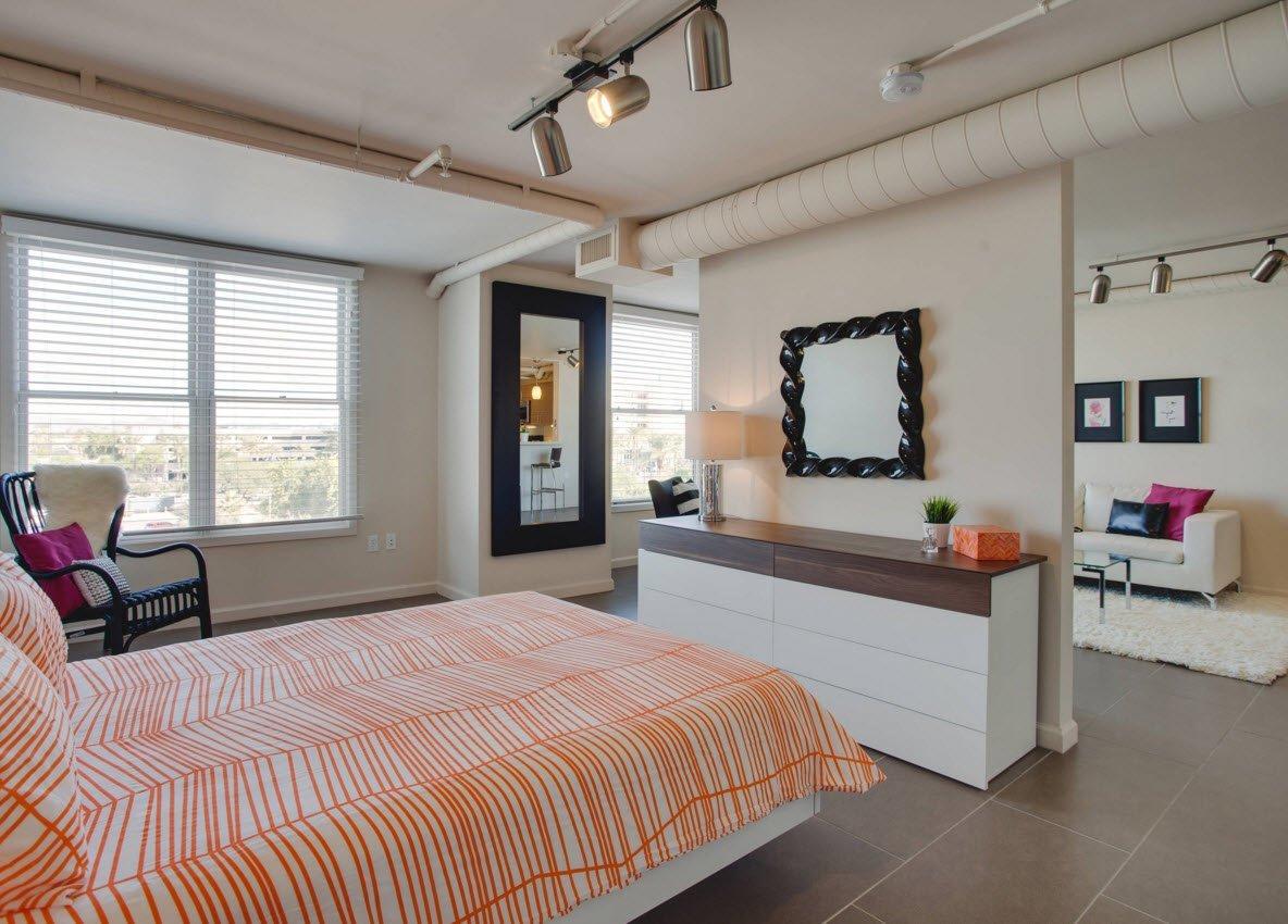Спальня за межкомнатной перегородкой