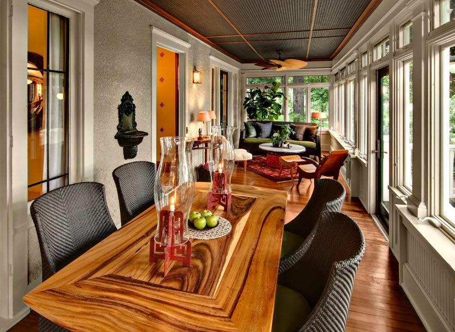 Столовая с оригинальным обеденным столом