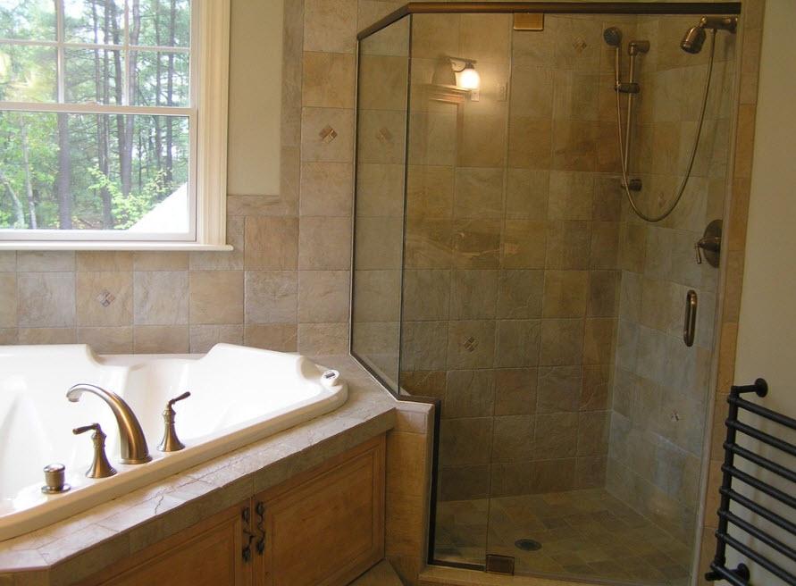 Угловая ванна и душевая кабина