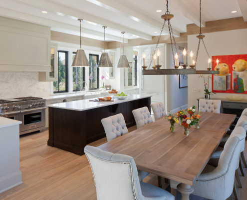 Люстра в современном кухонном интерьере