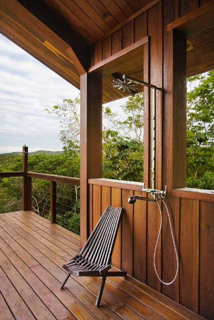 На деревянной террасе