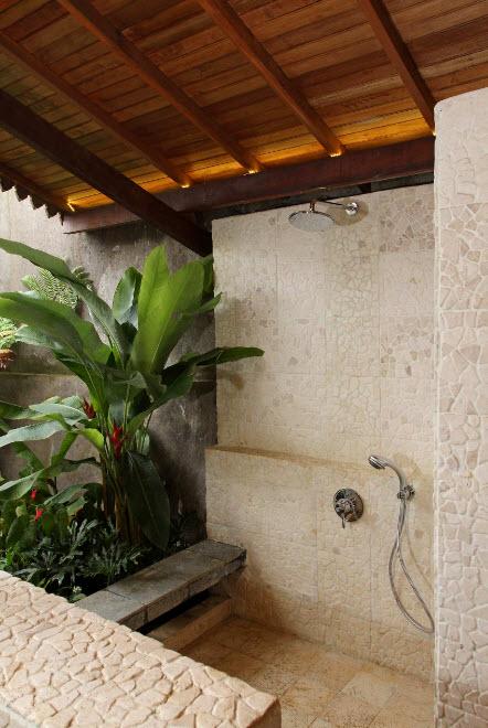 Летний душ под крышей