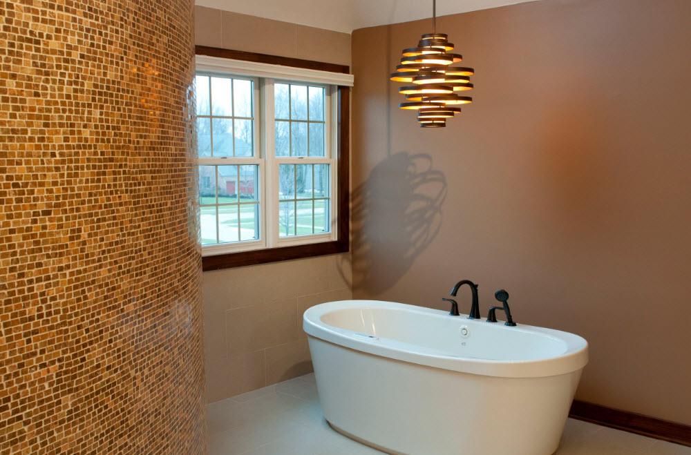 Белоснежная ванная в бежевой комнате
