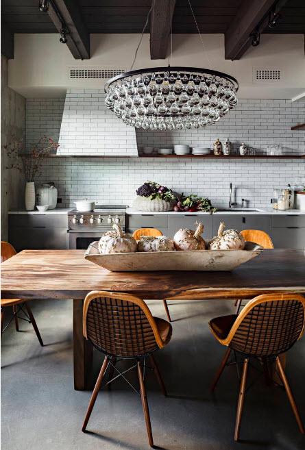 Большая люстра для просторной кухни