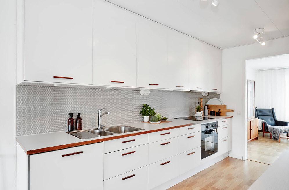 Белоснежное мебельное решение для кухни