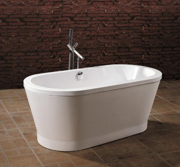 Белая ванная на темном фоне