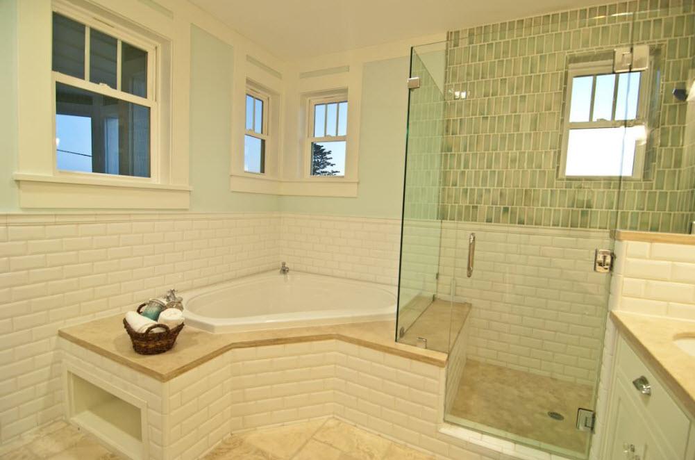Угловая ванная  - пятигранник