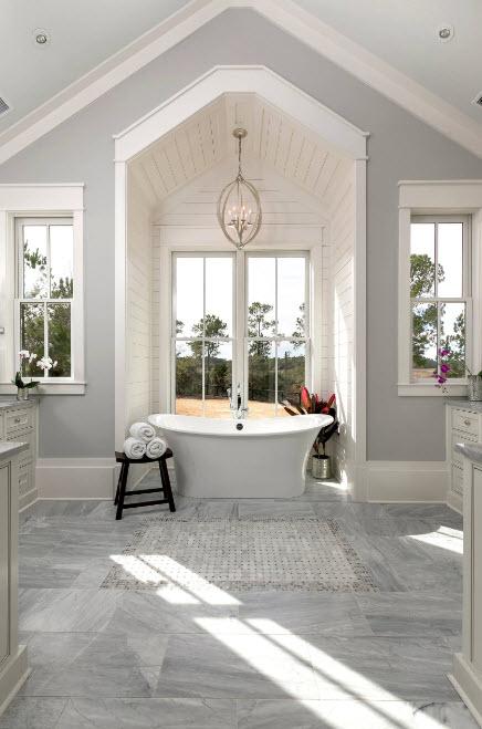 В классической ванной комнате