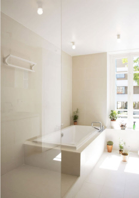 Прямоугольная ванна в углу