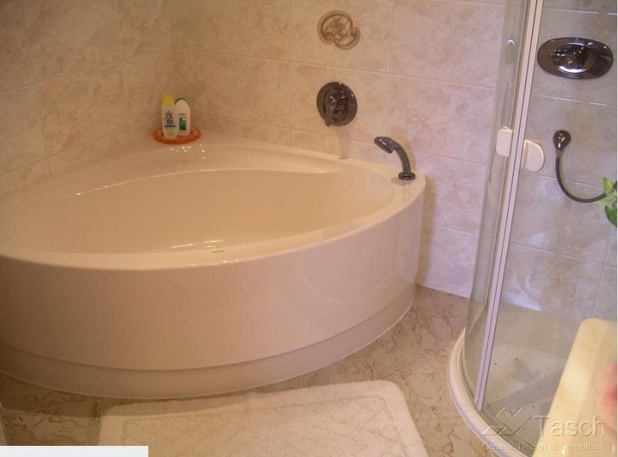 Традиционная угловая ванна