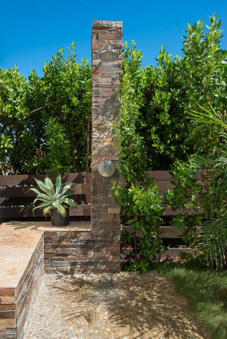 Каменная панель для летнего душа