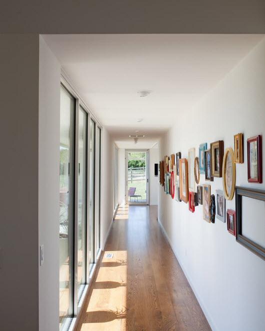 Белоснежное и светлое помещение коридора