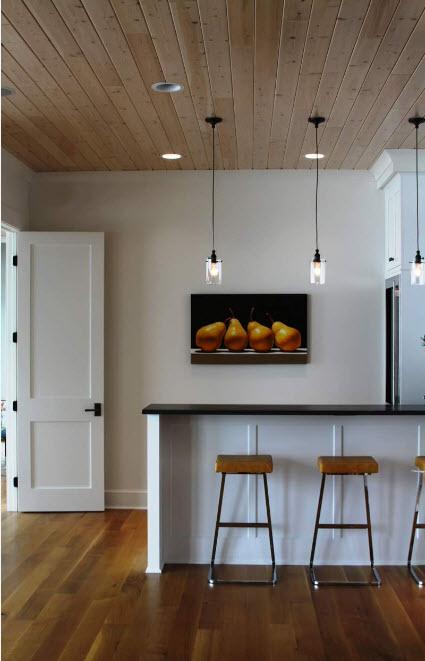 Светлые двери - универсальный вариант