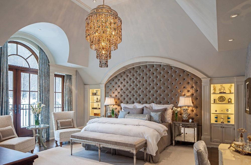 Модель для спальни с высоким потолком