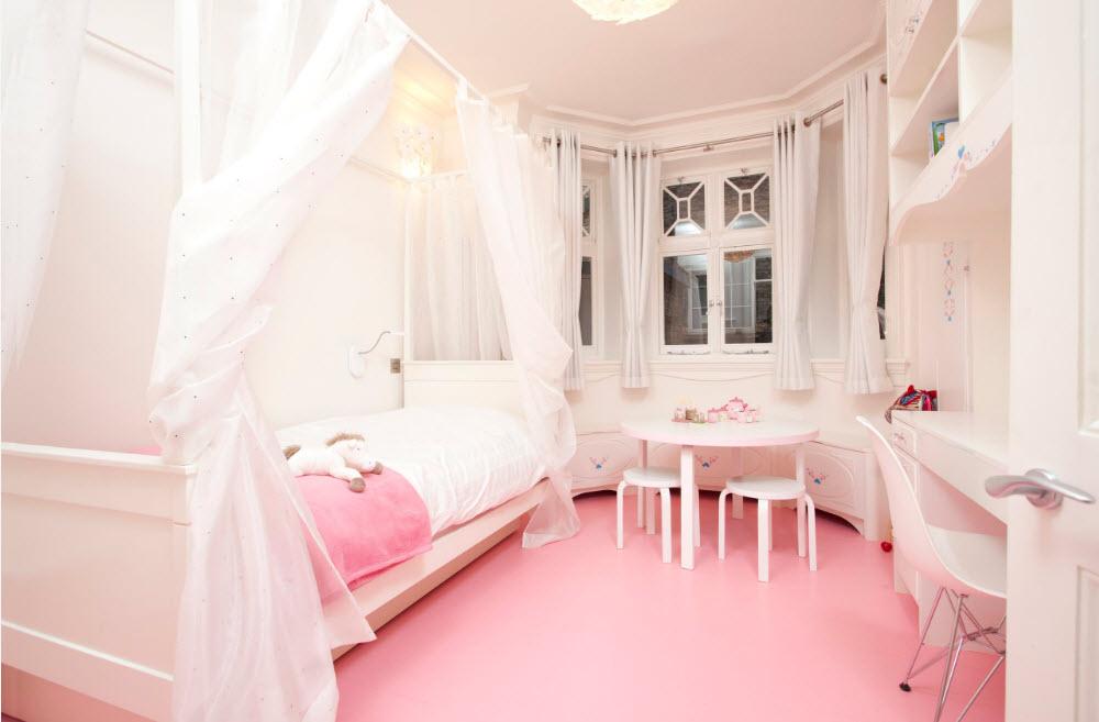 Комната с розовым полом