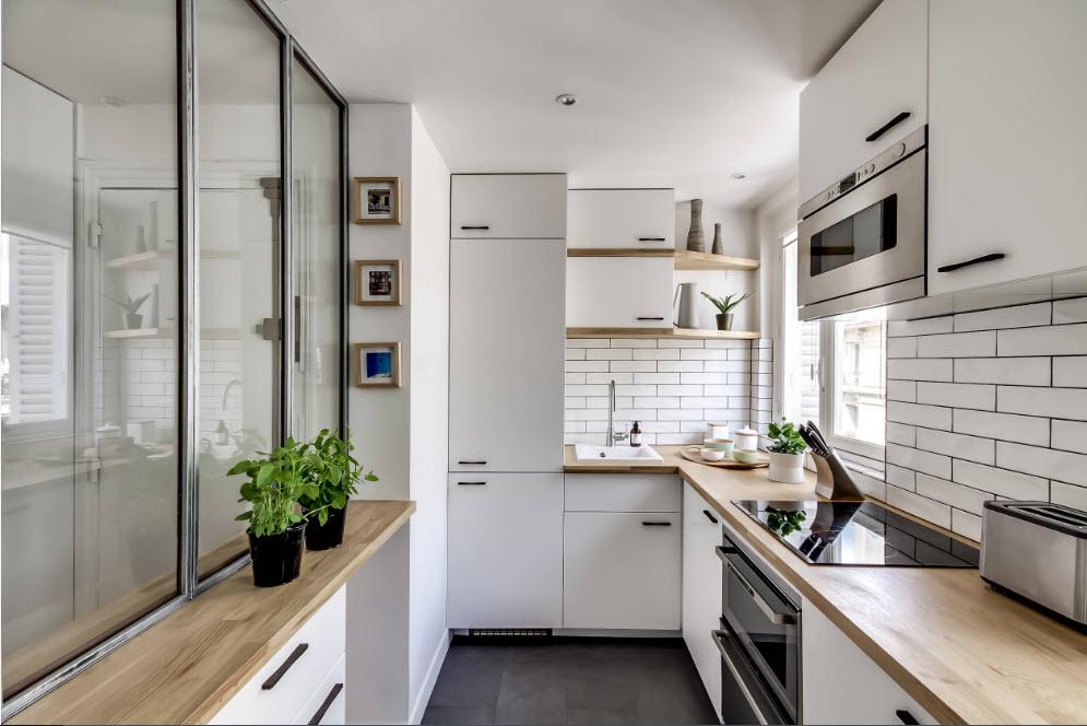 Светлые поверхности для маленькой кухни