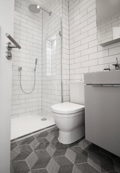 """Белоснежная плитка """"метро"""" для стен ванной"""