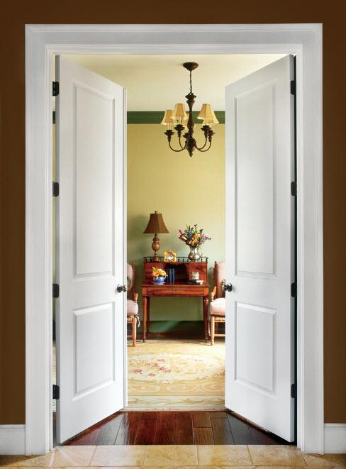 Белоснежные двустворчатые двери