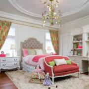 Классический интерьер в комнате для девочки