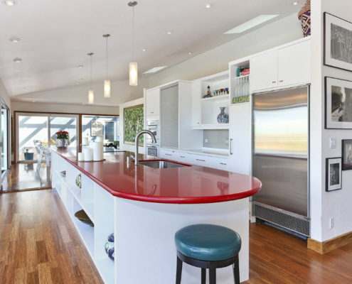 Цветовой акцент на кухонную столешницу