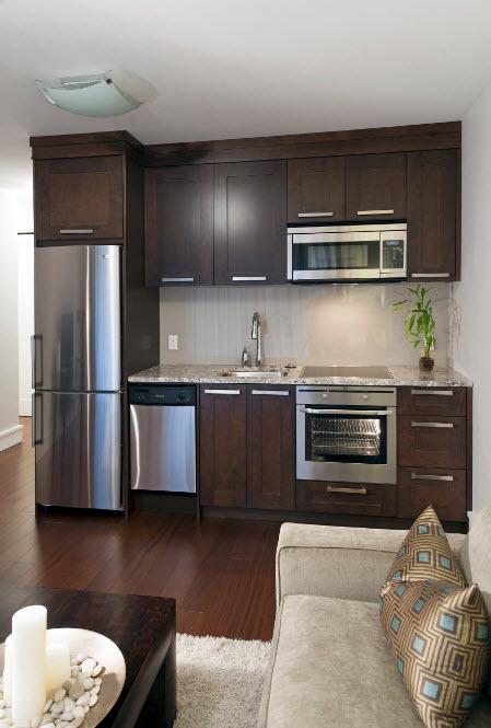 Темный кухонный уголок