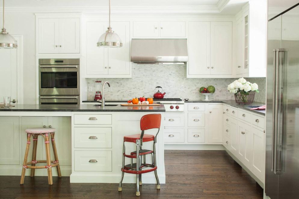 Белоснежный кухонный гарнитур