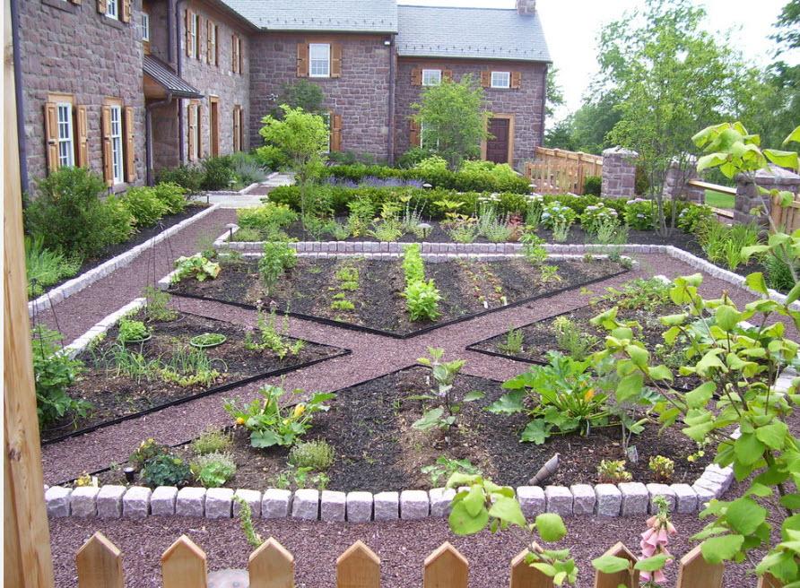 Огород перед домом