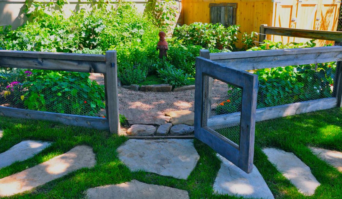 Камень и трава в гармоничном союзе