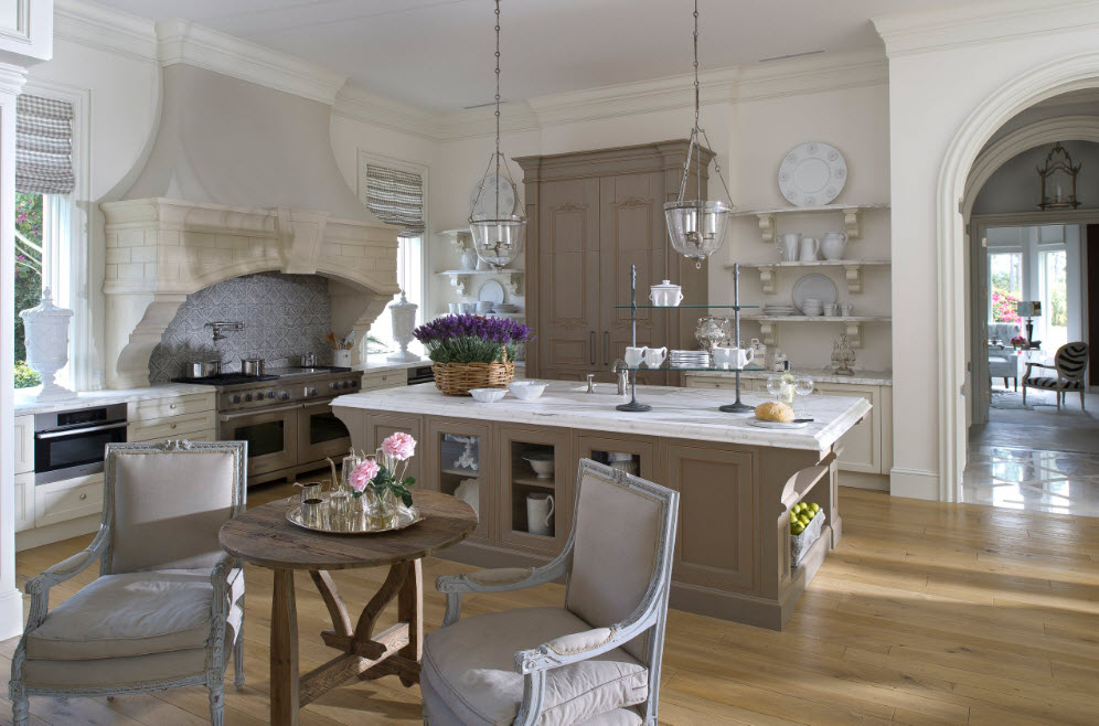 Кухня-студия в классическом стиле