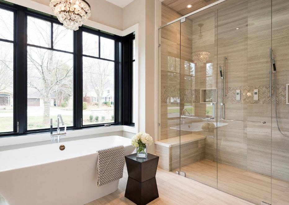 Ванная с темным окном