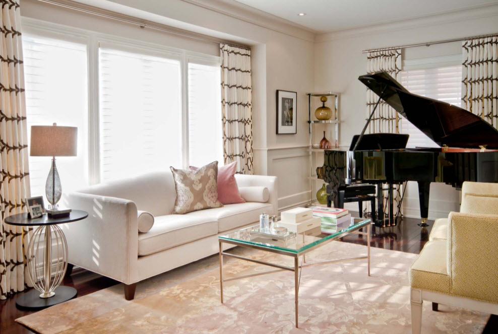 В гостиной с роялем