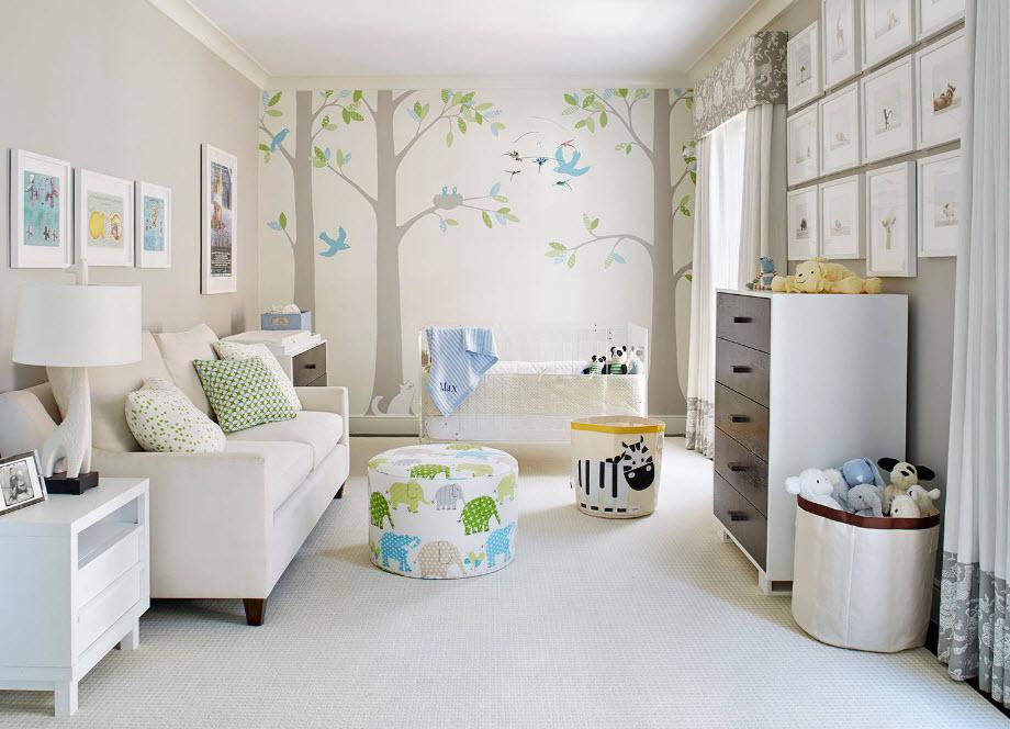 Светлый интерьер комнаты для младенца