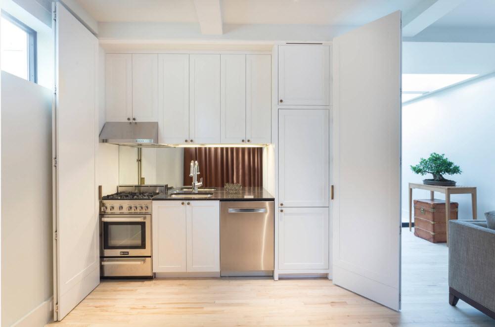 Кухонная зона в шкафу