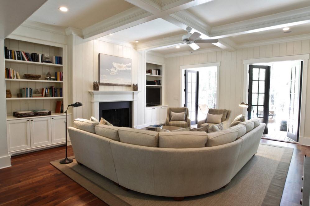 Оригинальный полукруглый диван