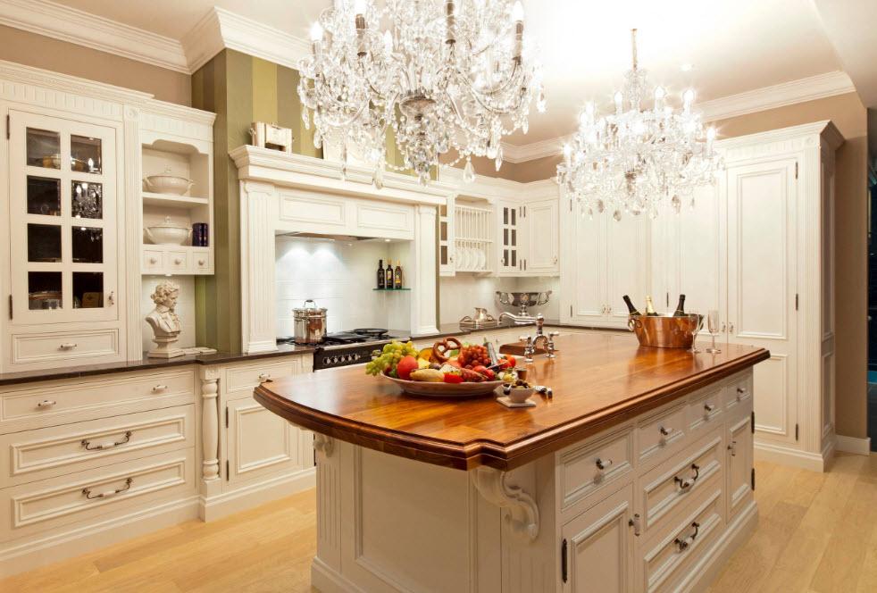 Роскошная пара люстр в кухне