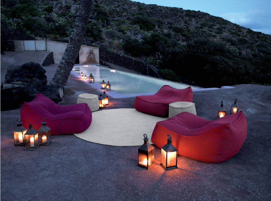 Кресла-мешки как часть ландшафтного дизайна