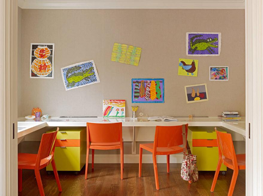 Письменные столы в детской