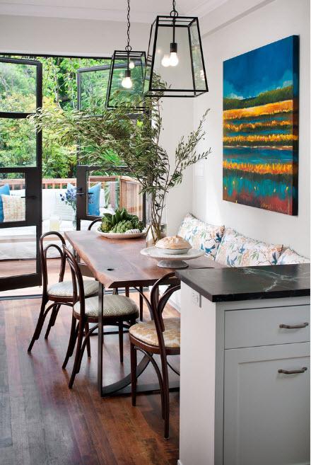 Уютный уголок в кухонном помещении