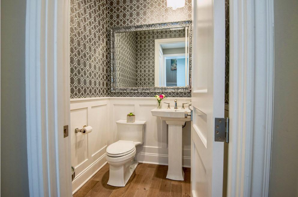 Большое зеркало для туалета