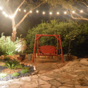 Садовые качели как элемент ландшафтного дизайна