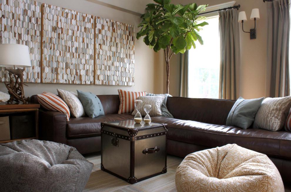 Дизайн комнаты с диваном и креслом
