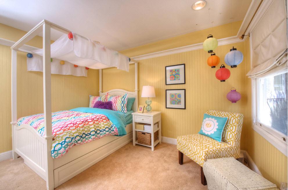 Комната в желтых пастельных тонах