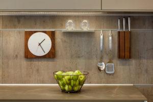 Декорирование кухни при помощи функциональных элементов интерьера